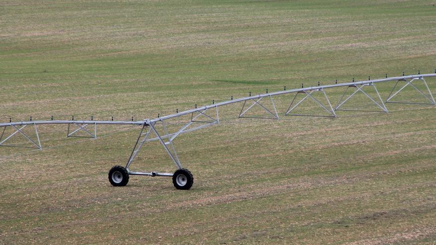 El volumen de agua de riego utilizado en el sector agrario cayó un 3,1% en 2012