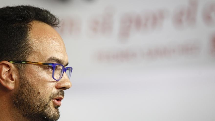 El PSOE no ve posible intentar gobernar con Podemos y Ciudadanos, porque se vetan mutuamente