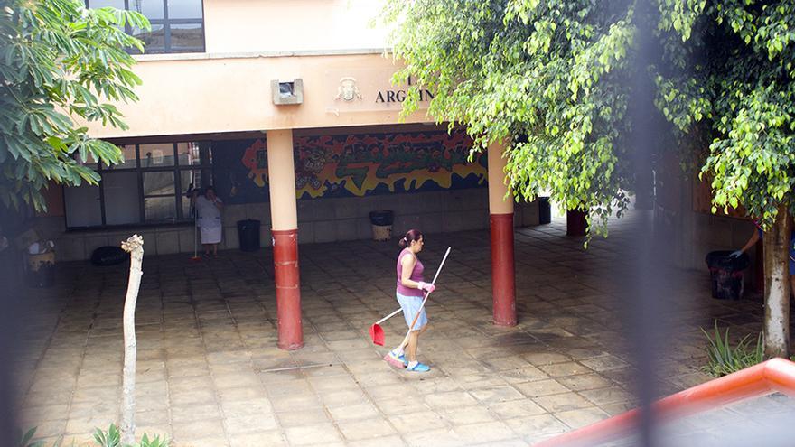 Restos de la inundación en el I.E.S. Arguineguín.