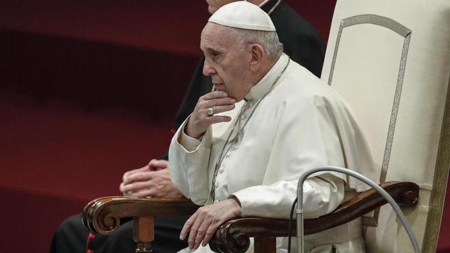 """El papa condena el """"insensato y brutal"""" atentado de Guiza y llama a la paz"""