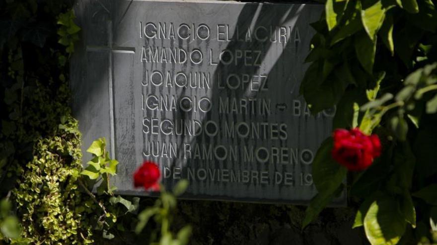 Un nuevo paso para enjuiciar en España la matanza de jesuitas en El Salvador
