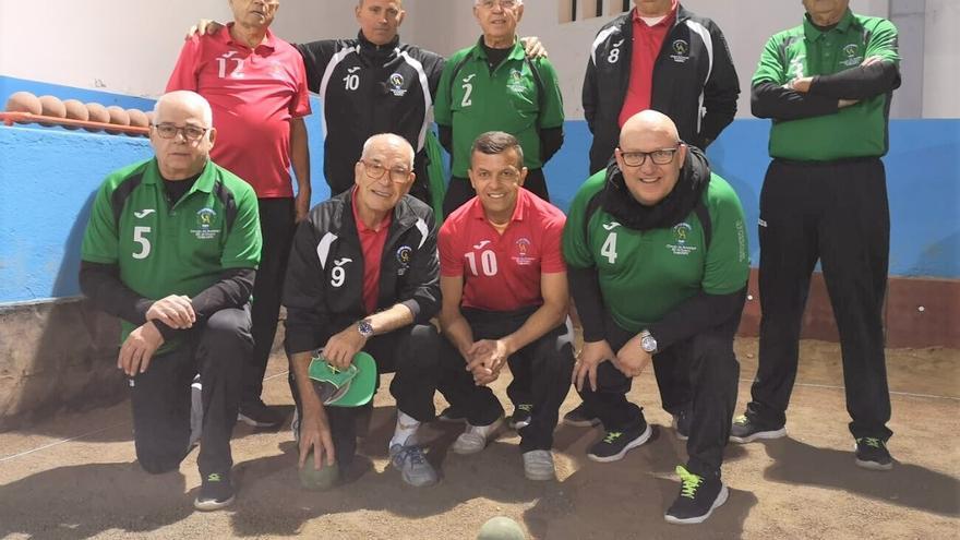 Los integrantes de los dos equipos de bola canaria del Círculo.
