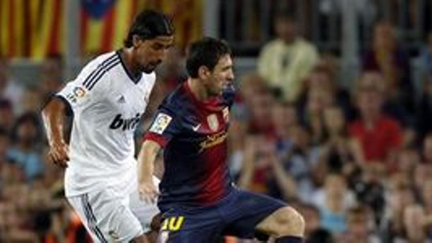 Messi y Khedira pugnan por un balón. (EUROPA PRESS)