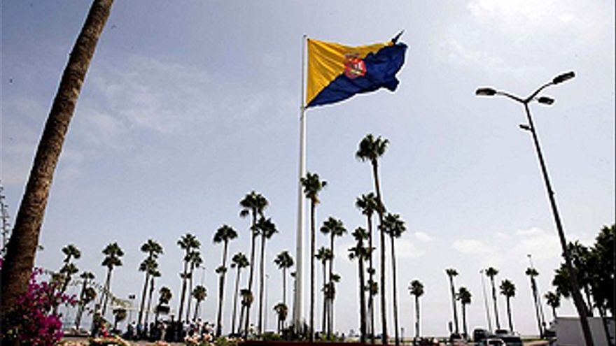 Bandera de Gran Canaria en la Fuente Luminosa.