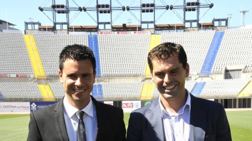 Sergio Lobera junto a Manu Sayabera en el Estadio de Gran Canaria (ACFI PRESS).