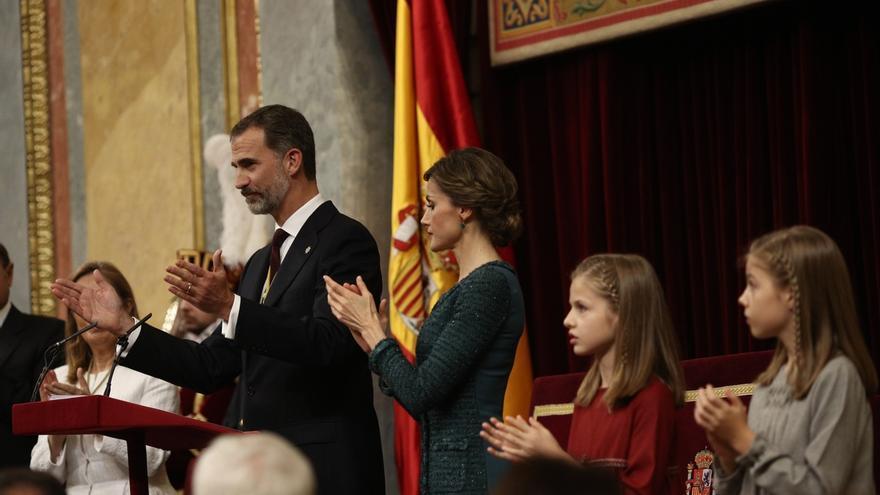 """El Rey insta a los parlamentarios a """"estar a la altura"""" para forjar grandes acuerdos"""