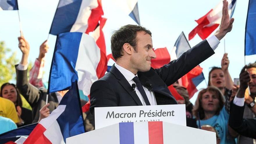 """Macron, si gana, quiere """"presidir"""", no interferir en el día a día del Gobierno"""