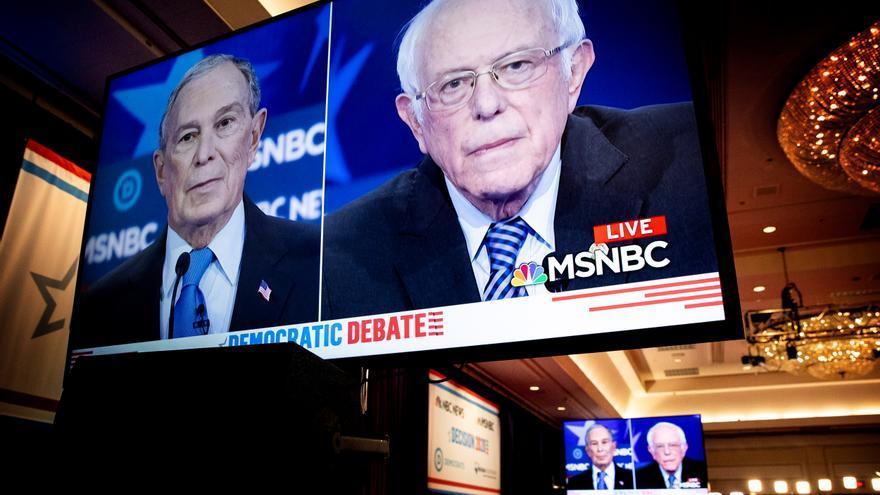 Michael Bloomberg y Bernie Sanders durante el debate de las primarias demócratas.