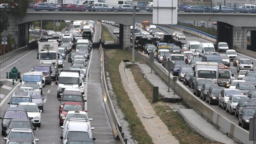 Los atascos de los lunes en Madrid: muchas causas y una solución muy difusa