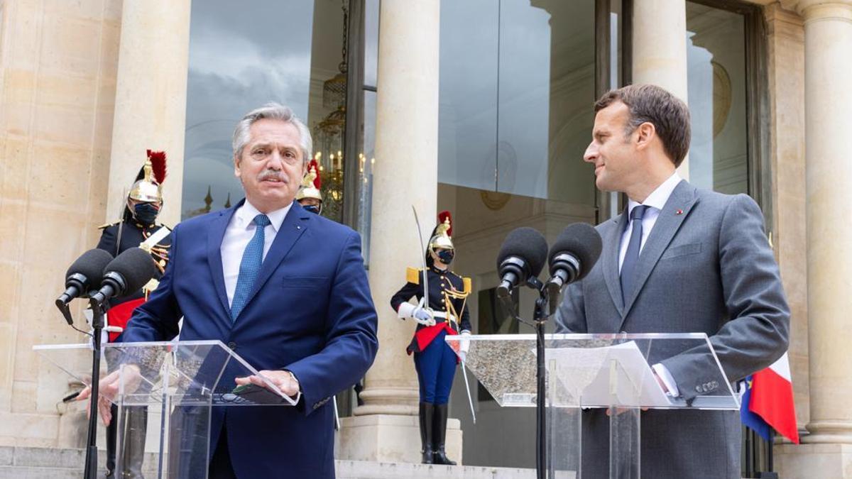 Alberto Fernández junto a Emmanuel Macron