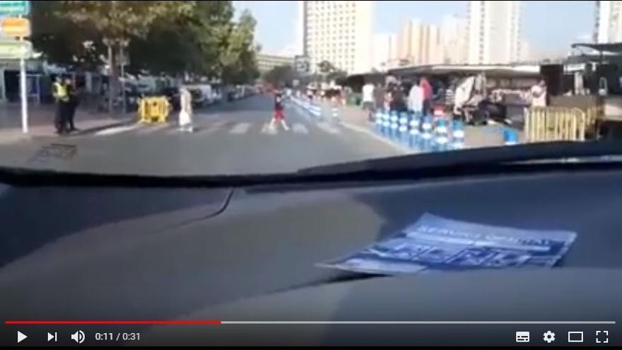 Un instante del vídeo en el que el portavoz de Ciudadanos en Benidorm se graba conduciendo