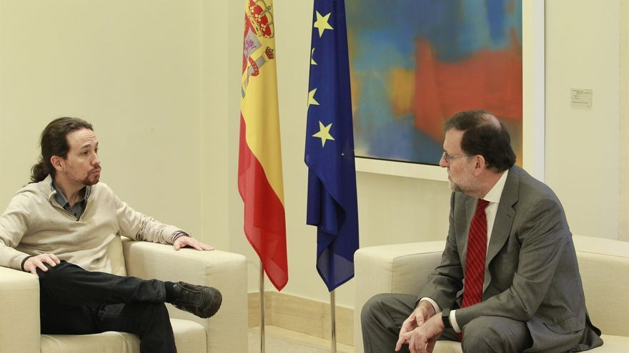 Rajoy recibe a Iglesias en el interior de la Moncloa