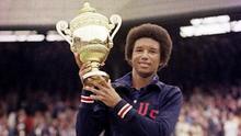 Arthur Ashe después de ganar Wimbledon en 1975