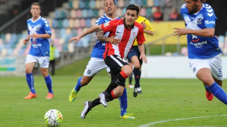 Encuentro entre el Bilbao Athletic - Tenerife (LFP)