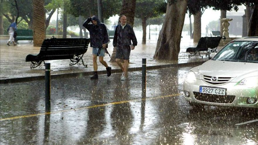 El Gobierno canario pone en alerta por lluvias a la isla de Tenerife