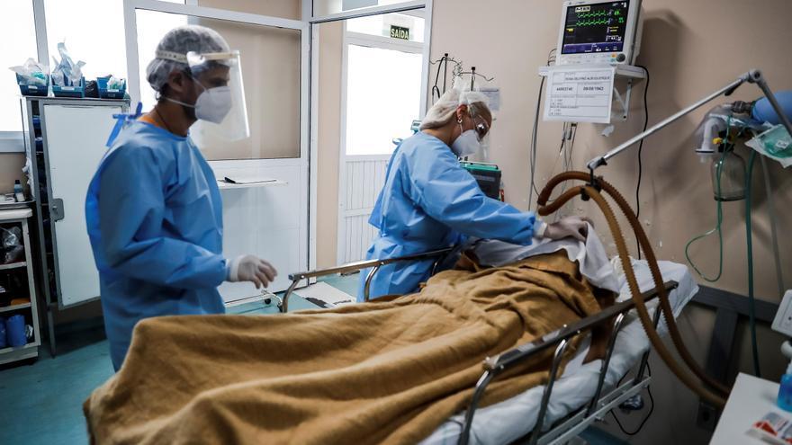 """Brasil está en """"punto de inflexión"""" y Colombia logra la meta inicial de vacunas"""