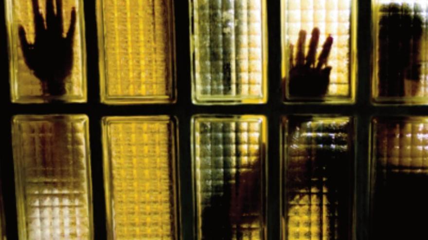 """Imagen del dossier """"Esclavas sexuales en España"""" elaborado por la asociación APRAMP"""