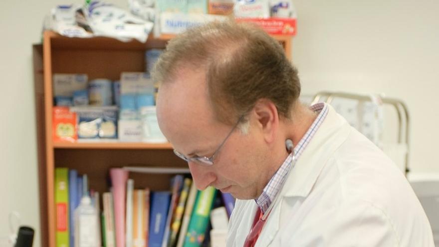 """Pediatras critican que el SAS convoque plazas de médicos de familia """"con funciones de pediatría"""""""