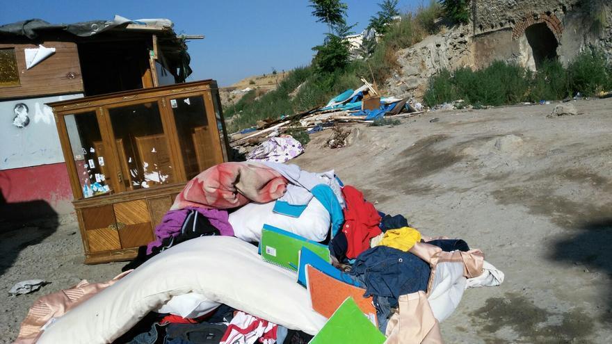 Restos de una de las viviendas derribadas en el poblado chabolista de El Gallinero, este 6 de julio. | Foto cedida por Miguel Ángel Vázquez.