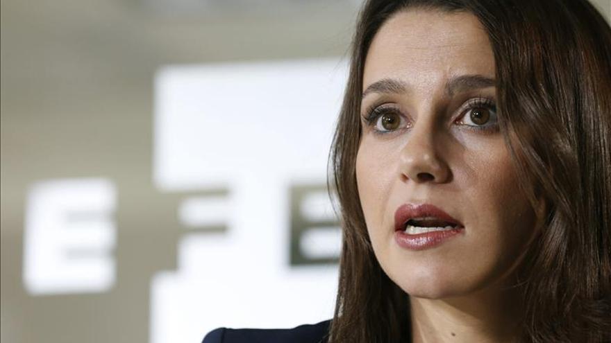 """Arrimadas rechaza resolución porque """"a España hay que reformarla no romperla"""""""