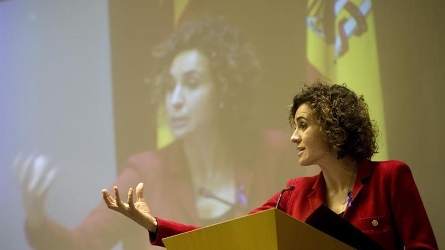 La ministra de Sanidad se compromete a luchar contra la explotación sexual y trata