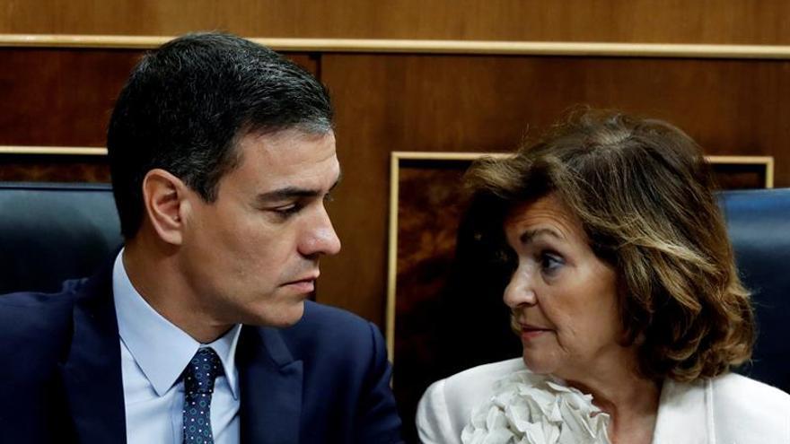 El candidato socialista a la Presidencia, Pedro Sánchez, y la vicepresidenta del Gobierno en funciones, Carmen Calvo