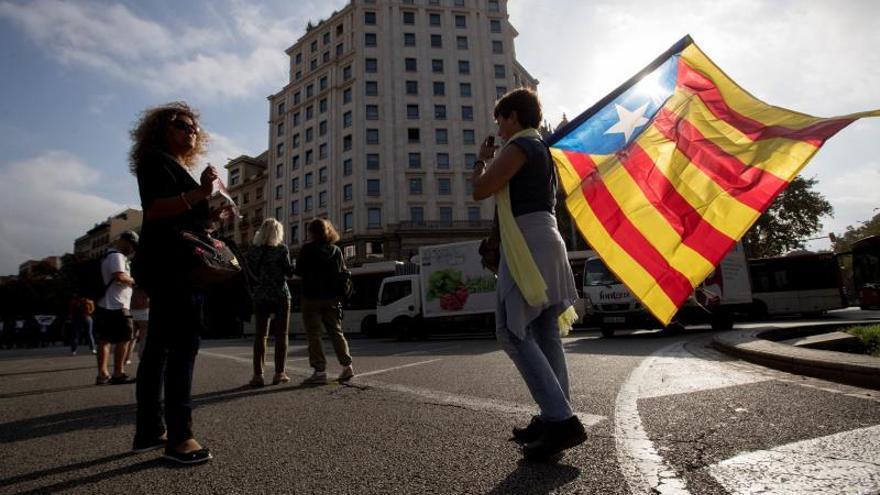 25.000 estudiantes han protestado en Plaza Catalunya y muchos van a El Prat