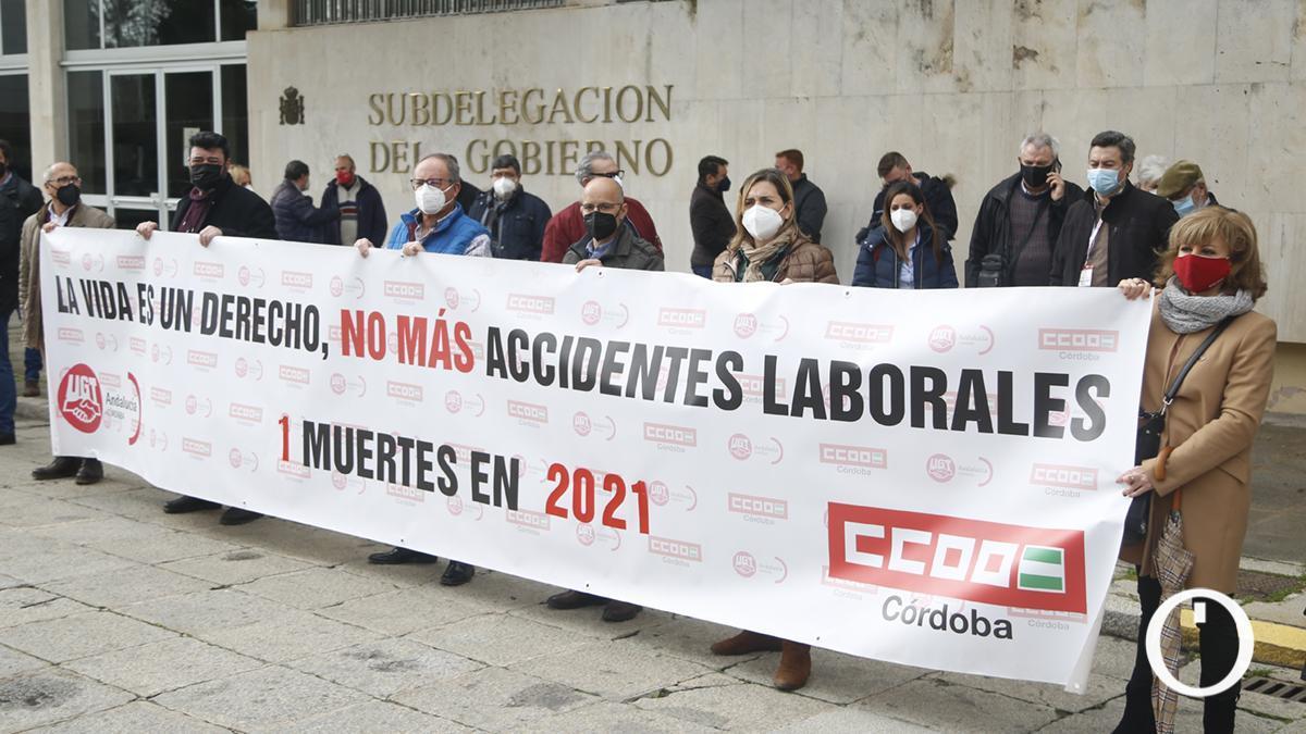 Los sindicatos protestan por el primer fallecido en accidente laboral de la provincia en 2021.