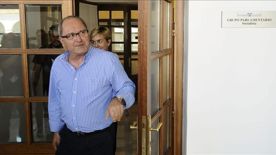 """PSOE-A llama """"trilero"""" a Rajoy por no apoyar la investidura de Díaz hasta junio"""