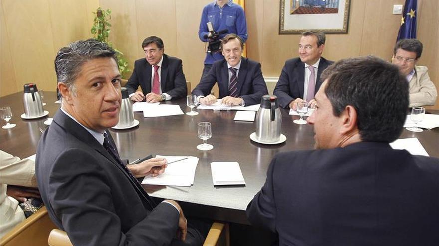 El candidato del PP a la presidencia de la Generalitat, Xavier García Albiol, frente al portavoz parlamentario del PP, Rafael Hernando. / Efe