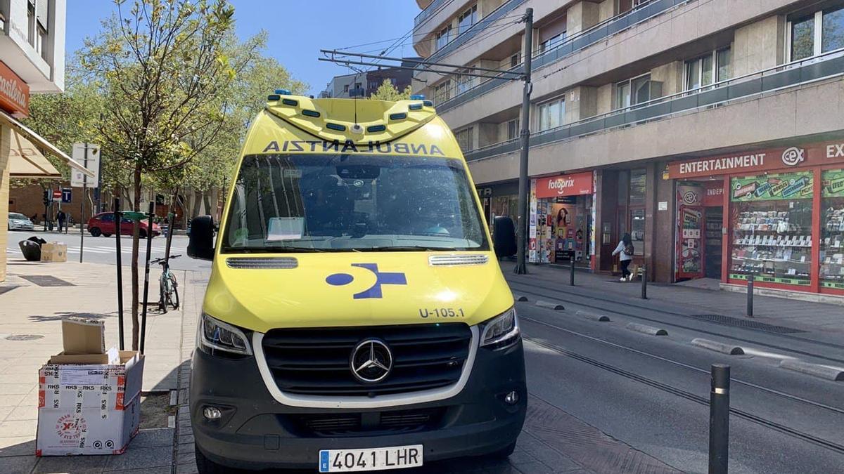 Un ambulancia de Osakidetza, en el centro de Vitoria