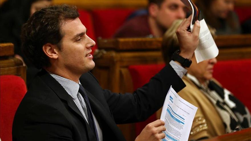 Rivera critica al PP porque cree que descalifica a C's por su origen catalán
