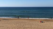 Bakio (Bizkaia) cerrará la playa si no se cumplen las distancias para evitar la expansión del covid-19