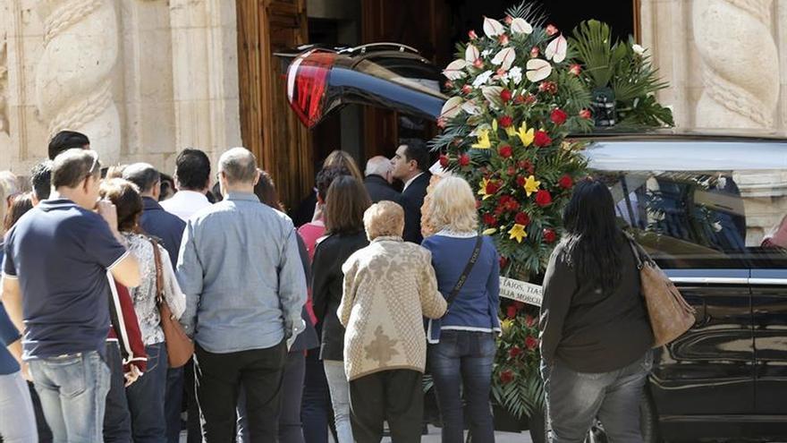Familia y amigos despiden en Alzira a Adrián Hinojosa en una emotiva homilía