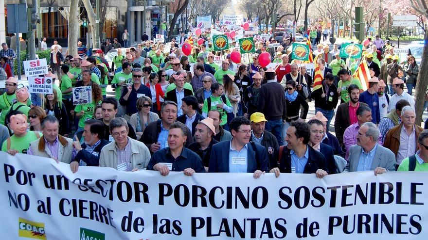 """Miles de ganaderos de porcino piden una solucion """"inmediata"""" para las 29 plantas de tratamiento de purines"""