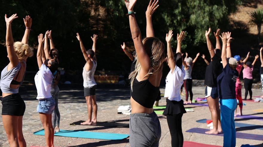 Práctica de yoga durante el fin de semana de Alife Artenara