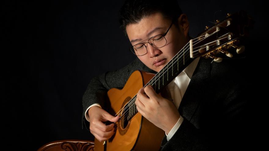 Can Wang, el chino al que cambió la vida Paco de Lucía, edita su primer disco