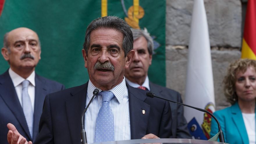Revilla es el único líder que aprueba en Cantabria