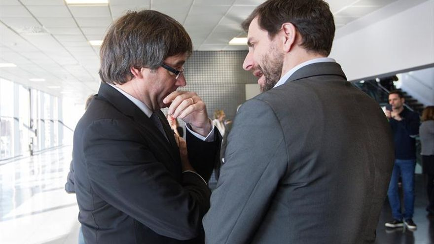 Puigdemont y Comín dicen que votarán a través del voto cedido el 21D