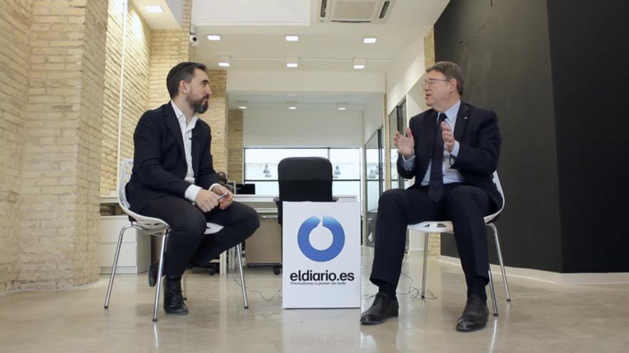 El director de eldiario.es, Ignacio Escolar, junto al president de la Generalitat Valenciana