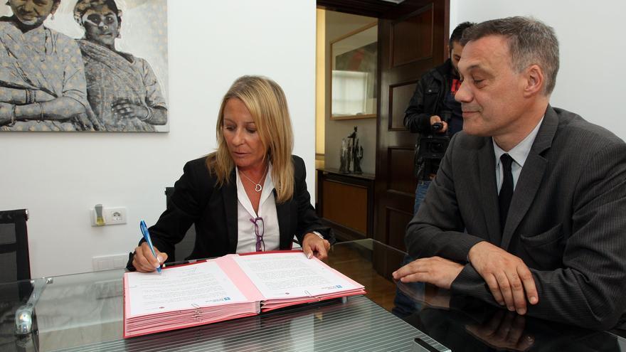 Marina Castaño firma un convenio con la Xunta