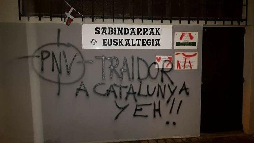 PNV denuncia la aparición de pintadas en varios batzokis de Bilbao, Arrankudiaga y Basauri