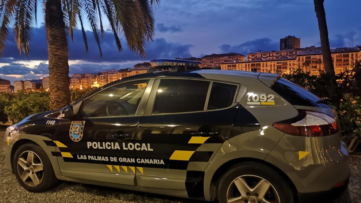 Vehículo de la  Policía Local de Las Palmas de Gran Canaria.