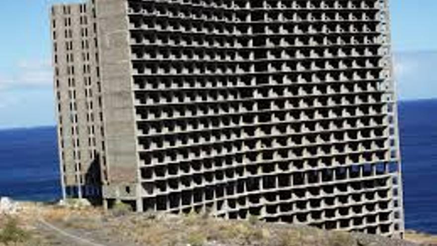 Imagen de archivo de la edificación que nunca se terminó en el litoral de Añaza