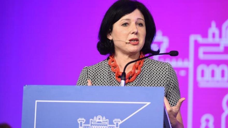 La CE abre una consulta sobre cómo se cumple el principio de igualdad salarial