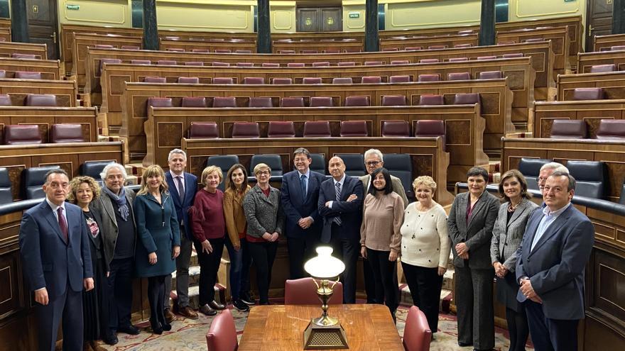 Ximo Puig con los diputados valencianos en el Congreso.
