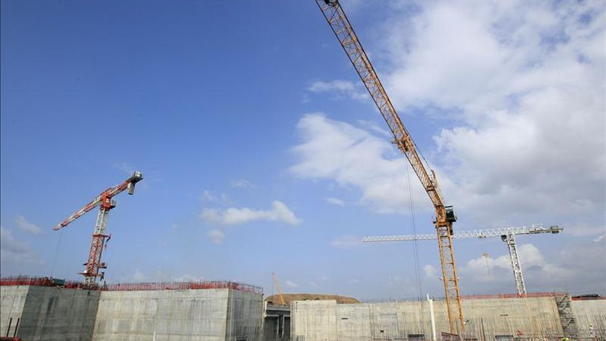 El Canal de Panamá y el consorcio inician reuniones para evitar el paro de la ampliación