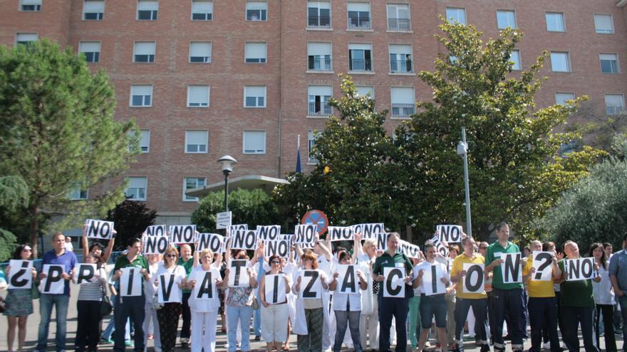 Concentración contra la privatización de la sanidad pública frente al Hospital Virgen de la Salud en Toledo
