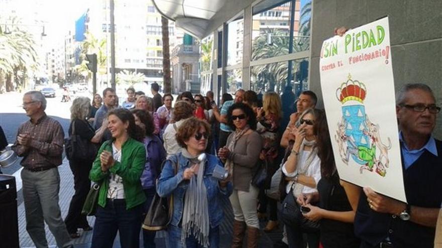De protestas de funcionarios en LPGC #6