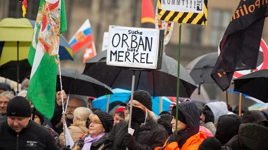 Unas 3.000 personas en la convocatoria navideña de la islamófoba Pegida en Dresde